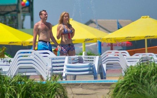 Принц Френсис Метью Романов и его избранница Лена Ряснова в аквапарке