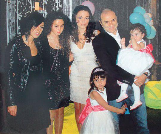 Михаил Турецкий дочками и женой