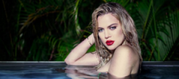 Голая Хлое Кардашьян позировала обсыпанной блестками и в бассейне