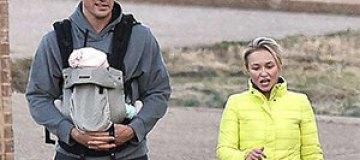 Кличко и Панеттьери вышли на прогулку с новорожденной дочкой