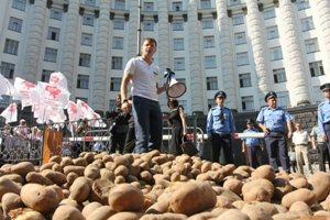 Ляшко завалил министров картошкой