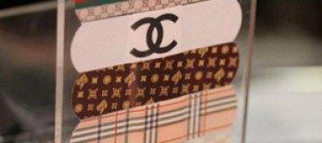 В моду входят брендовые лейкопластыри