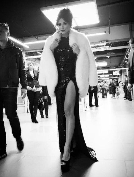 """Ани Лорак примерила для """"Песни года"""" платье """"дивы"""" с высоким разрезом в стиле Анджелины Джоли"""