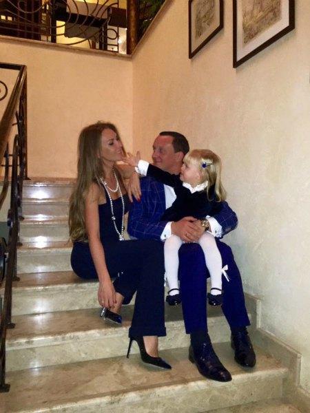Бернацкий с бывшей женой Еленой и дочкой