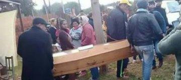 В Парагвае мужчина шокировал родных, появившись на собственных похоронах