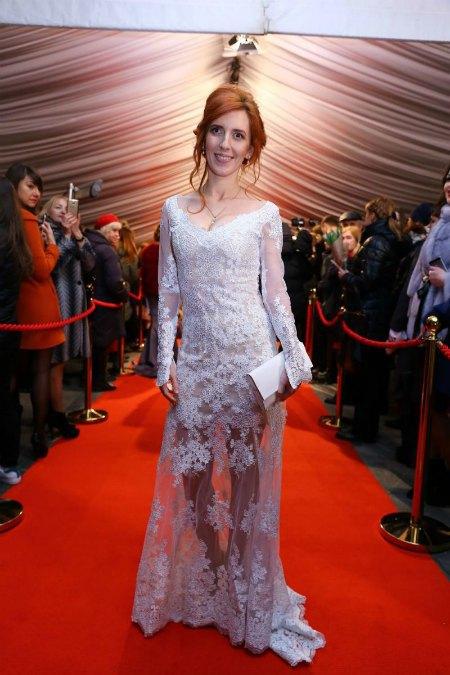 Иллария выбрала свадебное платье?