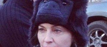 Мадонна надела на голову гориллу