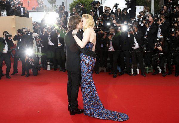 Николь и Кит порадовали фотографов поцелуем