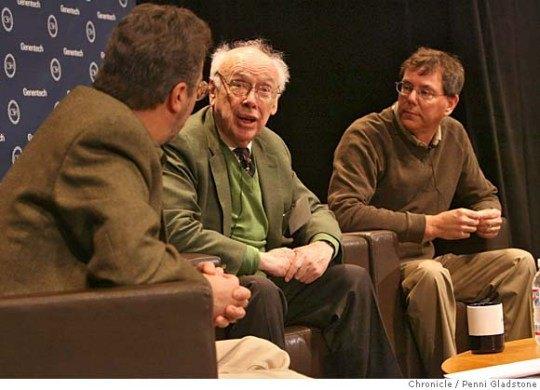 Артура Левинсона (крайний справа) посчитали достойной заменой умершему Стиву Джобсу