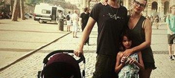 Мила Йовович отдыхает с мужем и детьми в Риме