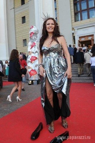 Эвелина Бледанс нарядилась в странное платье