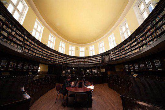 Библиотека университета Софии в Болгарии