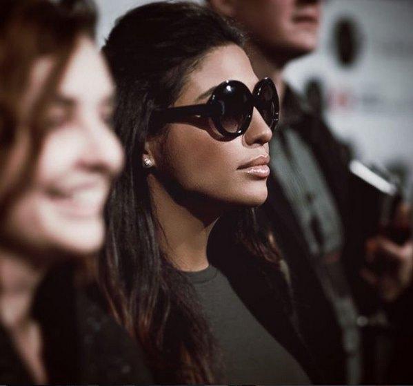 А Санта Димопулос решила, что раз она теперь светская львица, то нужно и выглядеть, как Ким Кардашьян
