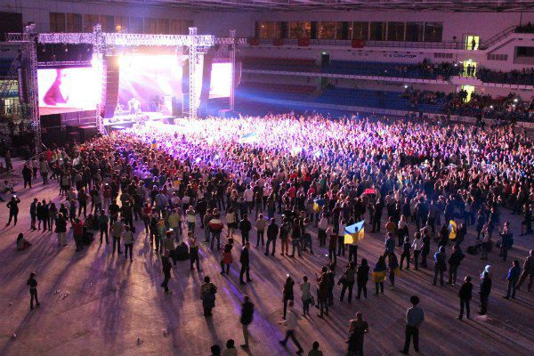 Концерт закончился за полночь, но никто не хотел расходиться