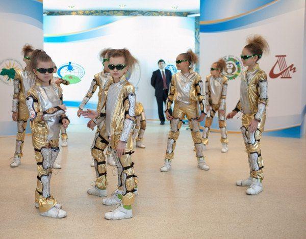 Дети в ожидании приезда Виктора Януковича