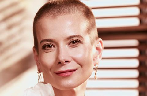 Юлия Высоцкая не ожидала, что ей придется сбрить волосы