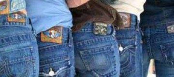 """Психологи назвали джинсы """"депрессивной"""" одеждой"""