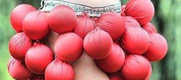 """Украинка поедет на """"Мисс Вселенную"""" в странном костюме ягоды"""
