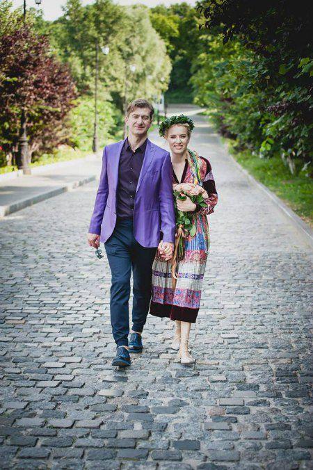 Молодожены на этот раз просто прогулялись по Лавре, о венчании пока не сообщалось