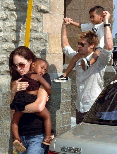 Анджелина Джоли с Брэд Питтом и детьми