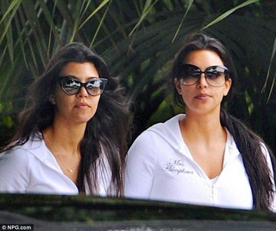 Ким Кардашьян с сестрой Кортни утром перед свадьбой