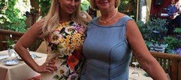 Анна Семенович показала маму