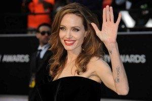 Джоли выйдет замуж в платье от Лорен Скотт