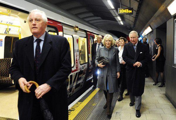 Принц Чарльз и герцогиня Корнуоллская Камилла в лондонском метро