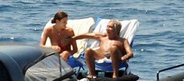 Роберто Кавалли расслабился с молодой любовницей