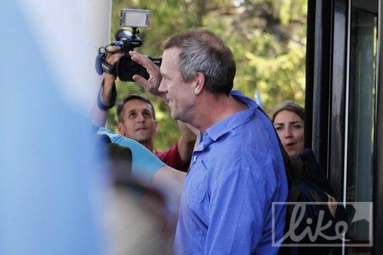 Возле vip-входа актера и музыканта ожидали поклонники и журналисты