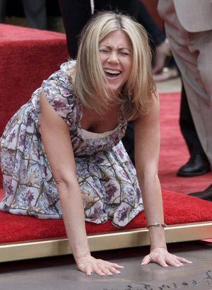 Дженнифер Энистон на Аллее славы в Голливуде