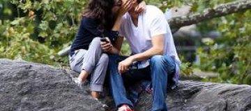 Мила Кунис и Эштон Катчер целуются в публичных местах