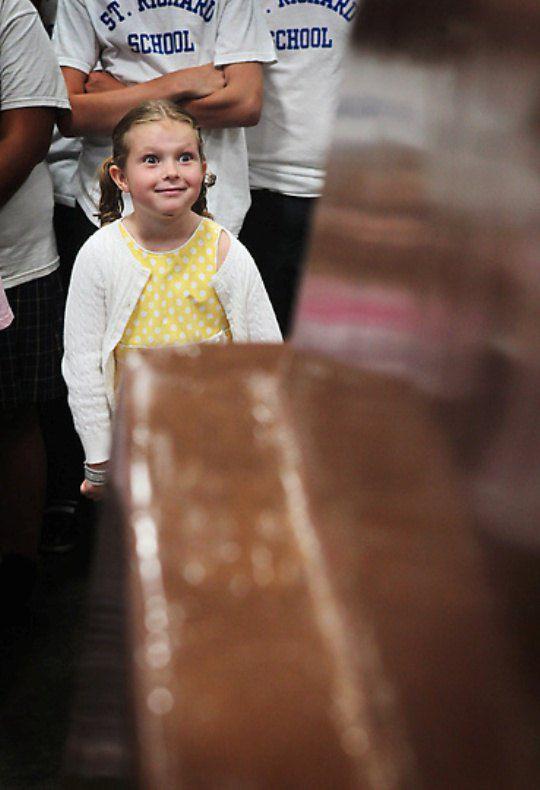 Вполне адекватная реакция Лекси Джеффри на самую большую шоколадку в мире