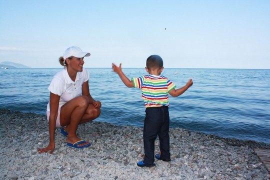 Яна Клочкова с сыном Сашей в Крыму