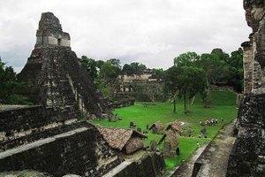 В день конца света туристы повредили храм майя