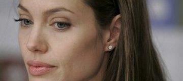 Анджелина Джоли на третьем месяце беременности?