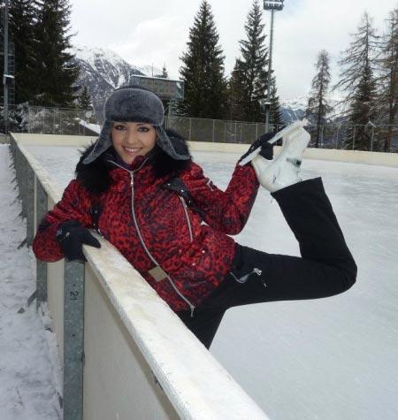 Сначала Алина каталась на лыжах в Альпах