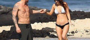 Меган Фокс с мужем отдохнули на диком пляже