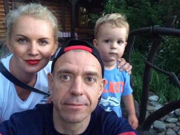 Сергей Михалок с женой Светланой и сыном Макаром