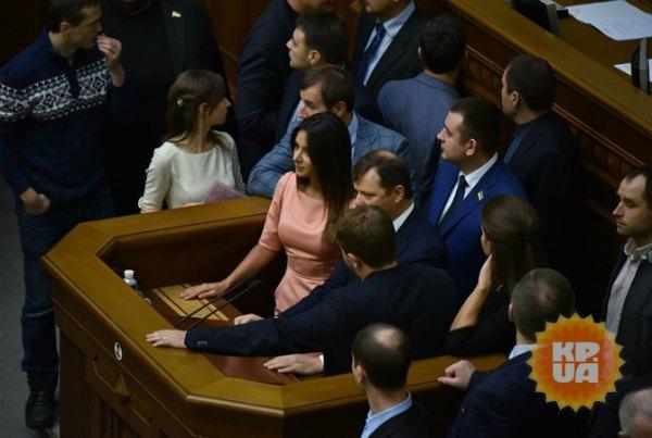 Олег Ляшко не раз привлекал певицу для блокирования трибуны Рады