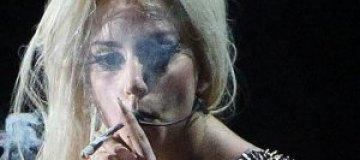 "Леди Гага выкурила ""косяк"" прямо на сцене"