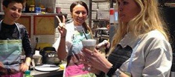 Брежнева стала продавщицей кофе и сладостей