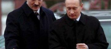 Лукашенко поймал сома в три раза тяжелее щуки Путина