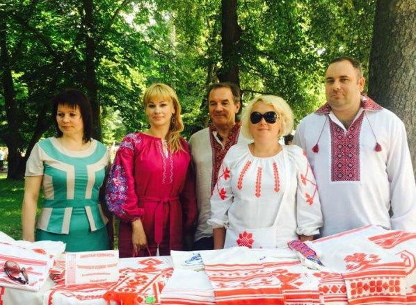 Елена Еськина и Мишель Терещенко (в центре)