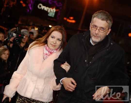 """Ведущий """"Свободы слова"""" Андрей Куликов с редактором программы (ICTV)"""