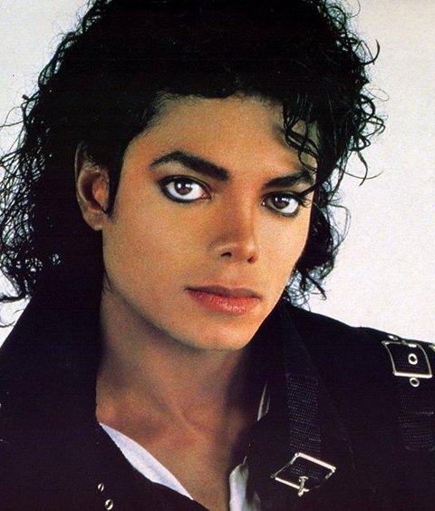 Отец Майкла Джексона подверг сына кастрации ради высокого голоса, - врач