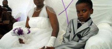 Мальчик женился на 61-летней женщине по зову покойного предка