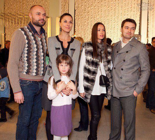 Тимур Хромаев, сестры Ефросинины, Андрей Ющенко