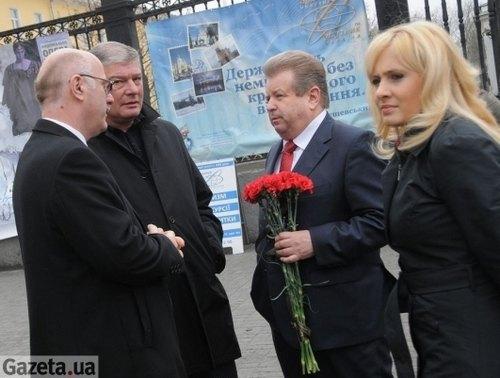 Евгений Червоненко и Михаил Поплавский на похоронах Михаила Воронина