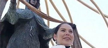 В Киеве открыли статую Богородицы с лицом Влады Литовченко